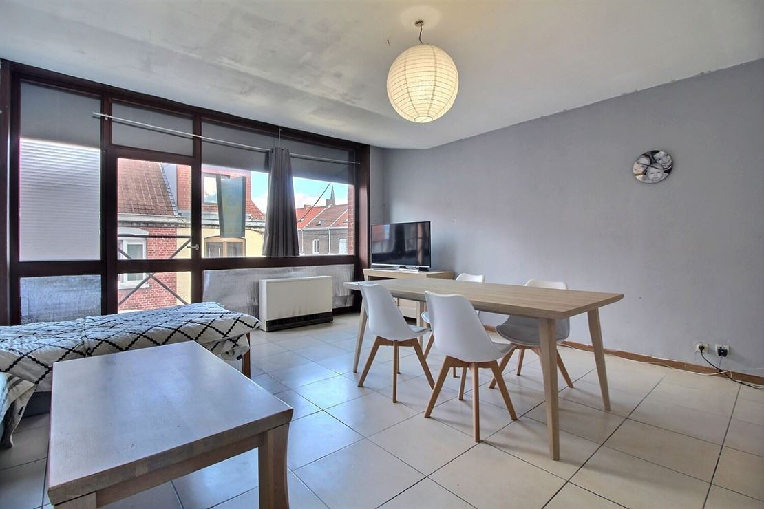 Appartement idéalement situé en plein coeur du Centre-Ville, comprenant :