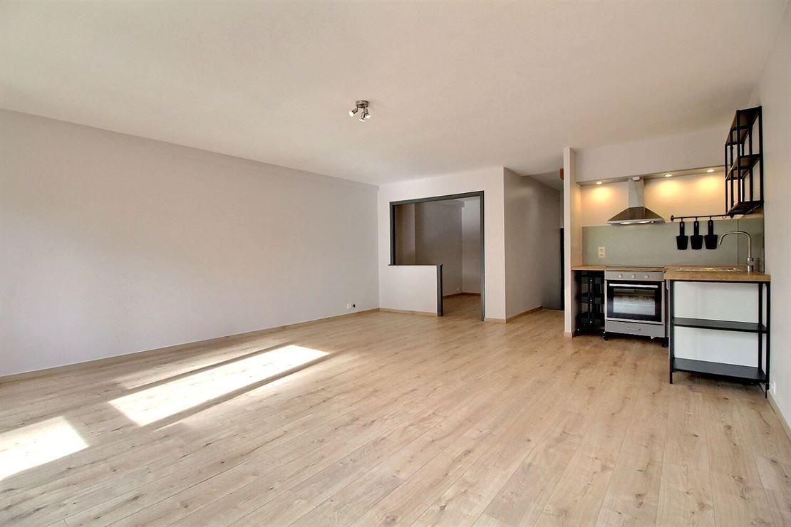 Superbe appartement entièrement rénové en plein coeur du centre ville de Mouscron