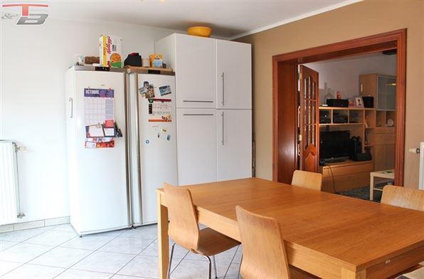 Spacieuse maison 3 chambres de 123m² avec cour située à proximité immédiate des services et accès autoroutiers - Possibilité frais réduits !