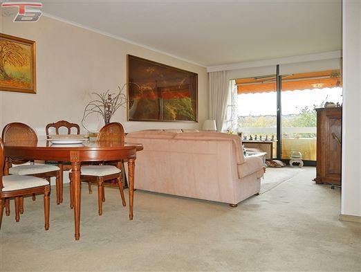 Appartement 3 chambres de 95m² avec terrasse, cave et garage situé dans un environnement verdoyant en retrait de la voirie avec vue dégagée