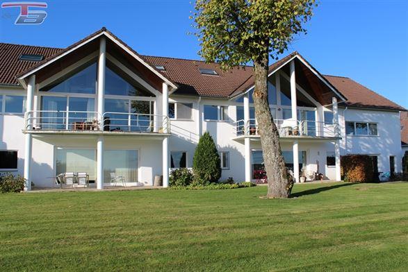 Duplex 2 chambres de 90m² avec spacieuse terrasse et magnifique vue sur le parc naturel des Hautes-Fagnes. Très bon état général.