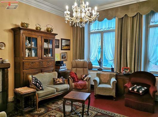 Maison bourgeoise 7 ch de 268m² habitables + 62m² aménageables avec terrasse et jardin de 240m². Idéal pour famille nombreuse ou affectation mixte ( professionnel/habitat) ! PEB F n°20191202009095.