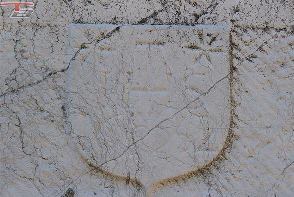 RARE ! Ferme en carré classée de style renaissance mosane sur terrain de 4.717m² située dans un cadre exceptionnel au calme près du centre de Fléron.