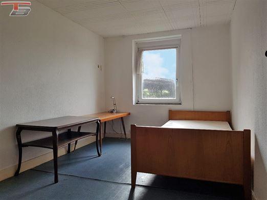 Fermette 4 ch de 148m² sur terrain de +/- 850m². Idéalement exposée dans endroit calme avec une vue. Poss frais réduits.