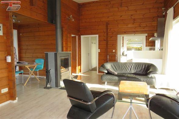 Chalet plain-pied 3 chambres de 101m² en excellent état avec terrasse et jardin situé dans le village de Hockai