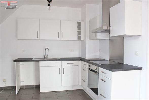Appartement 1 chambre+ bureau de 78m². Bonne situation à proximité immédiate des commerces et services. PEB n°20141116009447 : classe B (Espec: 135 kWh/m².an - Etotale: 11.050 kWh/an)