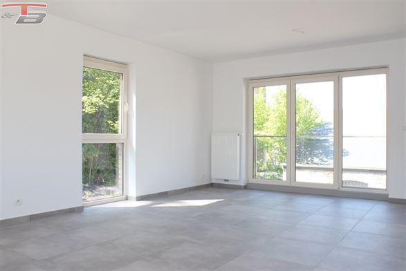 Appartement basse énergie 2 chambres avec terrasse orientée Sud Ouest situé à proximité immédiate du centre.