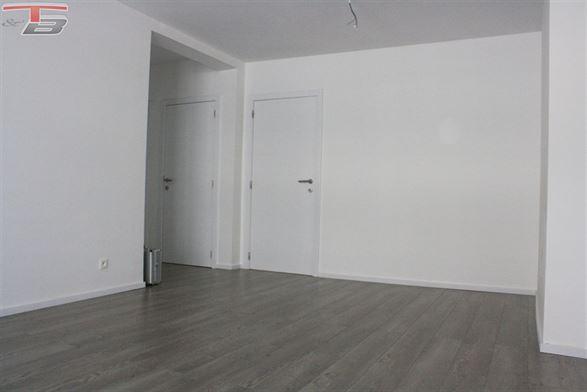 Bel appartement 2 chambres sis au 3ème étage dans une rue calme du centre-ville