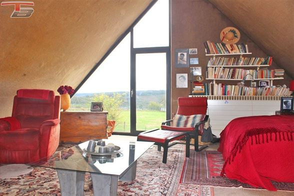Villa 4 chambres en très bon état général dans un écrin de verdure avec une vue magnifique située au calme. PEB C n°20201001016972.