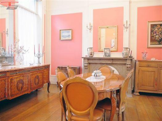Maison de maître 7 chambres de 285m² avec cour située dans le quartier St Laurent