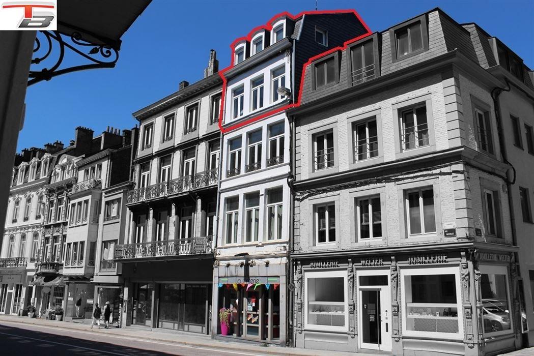 Duplex 2 chambres de 68m² idéalement situé dans le centre-ville.