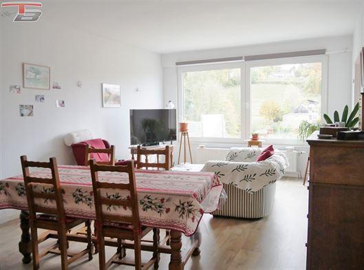 Lumineux appartement 2 chambres de 77m² en excellent état avec cave et garage privatif