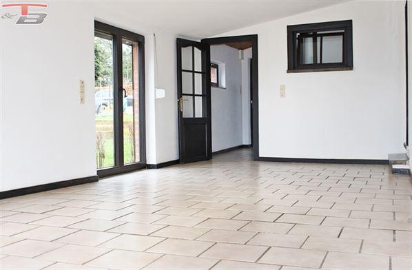 Charmant bungalow 2 chambres de 87,3m² situé au calme en retrait de la route.