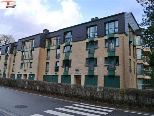 Appartement 3 chambres de 97 m², idéalement situé proche des commerces. PEB n°20210105000827: classe B (Espec: 157 kWh/m².an - Etotale: 18.457 kWh/an).