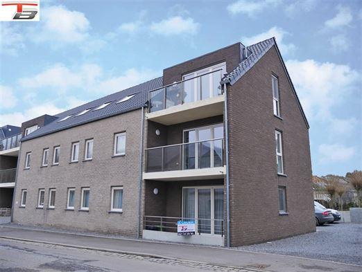 Rez-de-chaussée 2 chambres en parfait état avec terrasse exposée sud-ouest situé à proximité immédiate du centre.