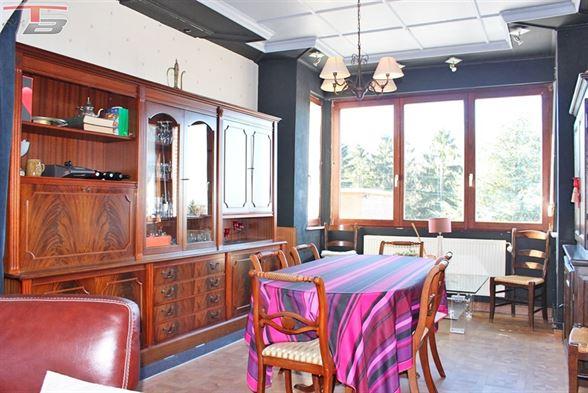 Maison 3 chambres rénovée avec bureau/studio séparé, double garage, grand jardin et potager. Situation calme à proximité de toutes commodités. Idéal pour profession libérale!