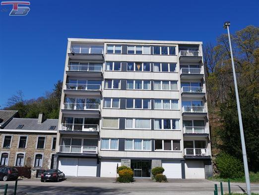 Lumineux appartement 2 chambres de 89m² récemment rénové avec terrasse exposée sud situé à proximité du centre-ville. PEB G n°2020190830002983 (Espec: 545 kWh/m².an - Etotale: 68.409 kWh/an).