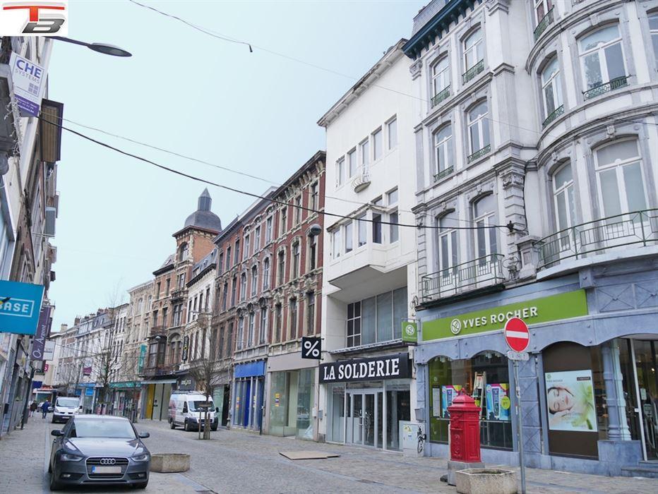 Maison de commerce de 221,90m² située en plein centre-ville