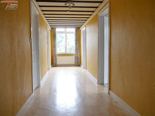 Spacieux appartement 2 chambres de 94m² situé dans une rue calme proche de toutes commodités