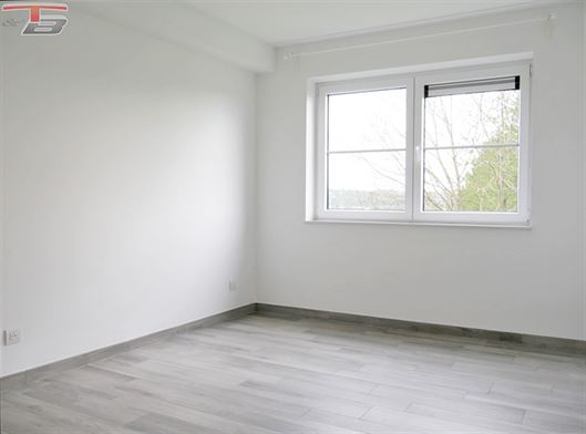 Lumineux appartement deux chambres de 72m² à proximité de toutes les commodités dans résidence récente (2015) et calme.
