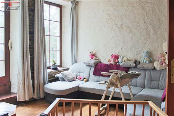 Maison 3 chambres avec bureau, cour et garage située au calme dans une voie sans issue à proximité du centre.