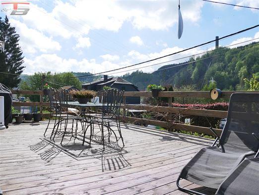 Villa 4 chambres avec spacieuses terrasses exposées sud-est et belle vue dégagée à 2km du centre
