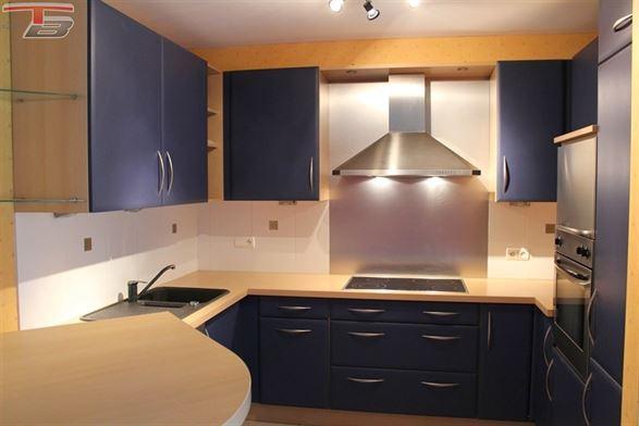 Spacieux rez-de-chaussée 2 chambres de 85 m² avec terrasse et parking intérieur idéalement situé à Balmoral.