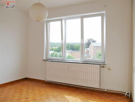 Appartement traversant de 70m² et deux chambres en bon état général idéalement situé à proximité immédiate de toutes commodités.