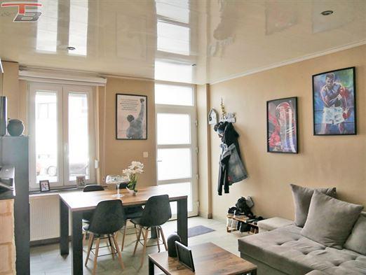 Maison uni-familiale de deux chambres agréable et fonctionnelle rénovée récemment. Proche de toutes commodités.