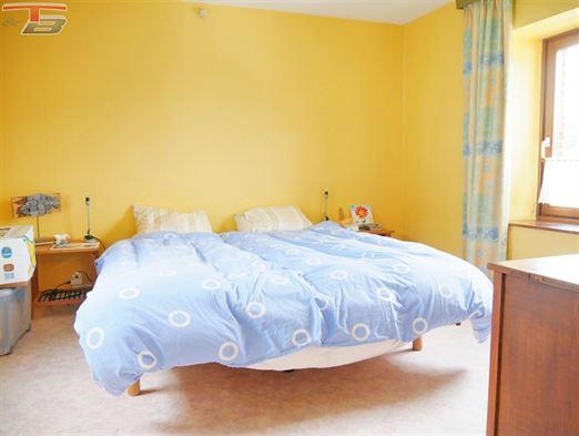 Vaste maison uni-familiale de 175m² et 5 chambres actuellement divisée en deux habitations, à proximité du centre de Coo.  Idéal pour grande famille ou pour investisseur. Possibilité de frais réduits (RC: 624€).