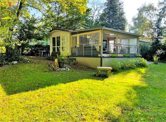Caravane résidentielle aménagée de 60m² agréable et calme dans un domaine privilégié de 11 emplacements.